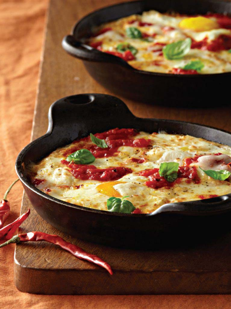 Baked Eggs with Ricotta, Mozzarella, and Spicy Tomato Sauce - Galbani ...
