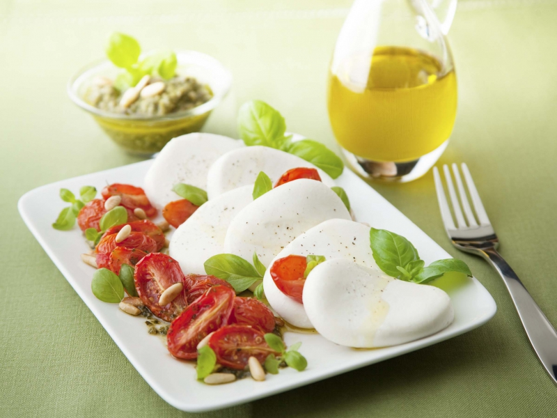 Fresh Mozzarella and Dry Tomato Salad - Galbani Cheese