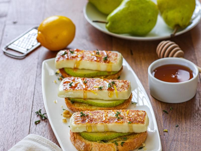 Pear, Honey and Thyme Crostini - Galbani Cheese